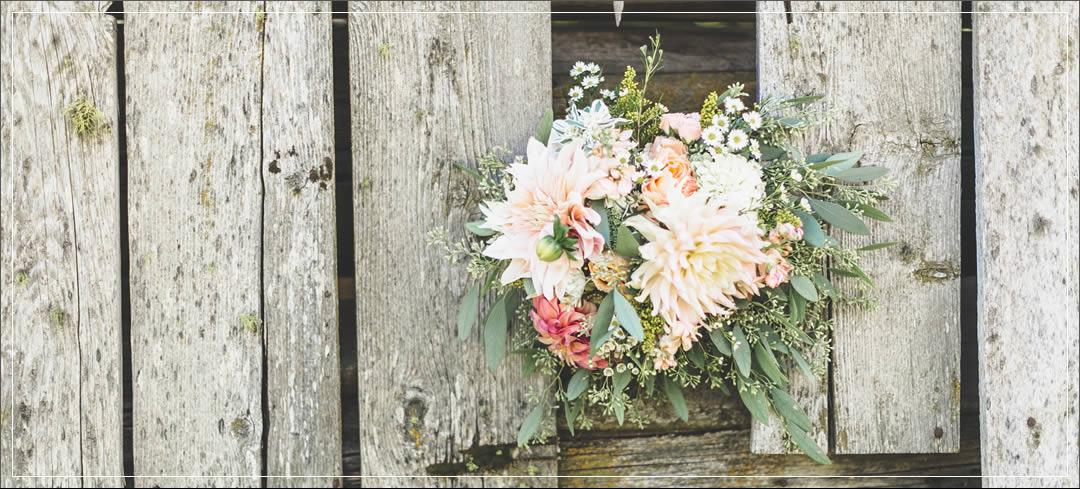 Wedding Flowers / Brown Family Homestead / Charley & Amanda in Leavenworth